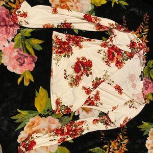 White, floral FashionNova crop top ❤️